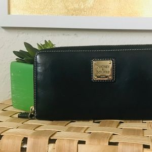 DOONEY AND BOURKE Zip Over Wallet Black